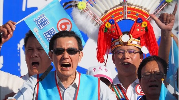 President Ma Ying-jeou (C), in his capacity as chairman of the ruling Chinese Nationalist Party (KMT) (22 Nov 2014)