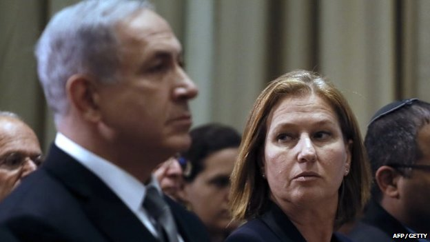 Israeli Prime Minister Benjamin Netanyahu sits next to Israeli Justice Minister Tzipi Livni during an award ceremony in November 2014