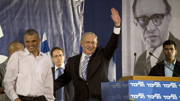 Moshe Kahlon introduced to Likud party convention by Mr Netanyahu - October 2012