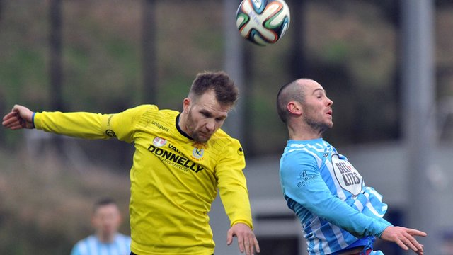 Match action from Warrenpoint Town against Dungannon Swifts