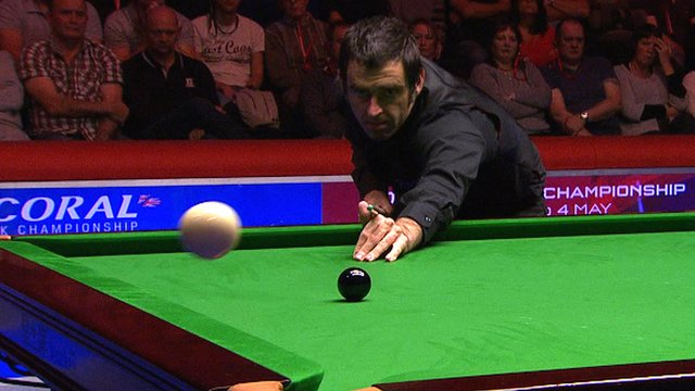 Ronnie O'Sullivan miscues wildly during UK championship semi-final