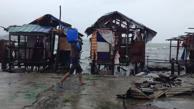 Damage on the seafront in Tacloban (7 Dec 2014)