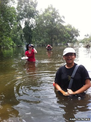 Researchers among mangroves, Singapore (Image: Habitat News via Flickr)