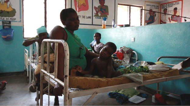 Mother and child at Chikwawa District Hospital, Malawi (c) Victoria Gill