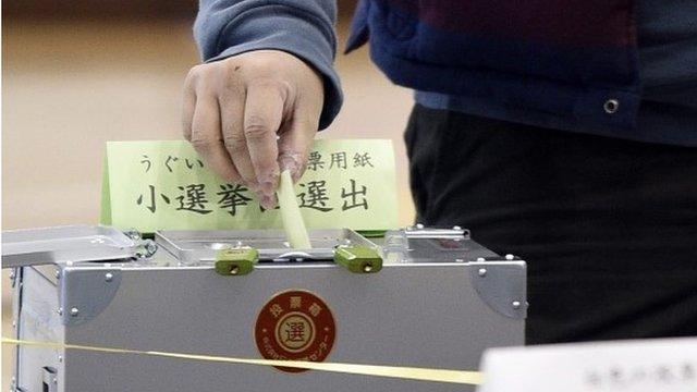 A man casting his vote