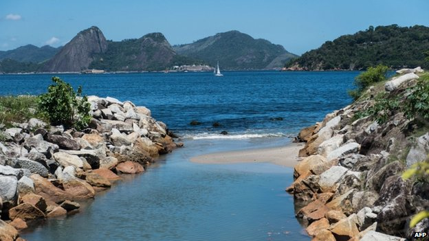 Mouth of the Carioca river on Flamengo beach
