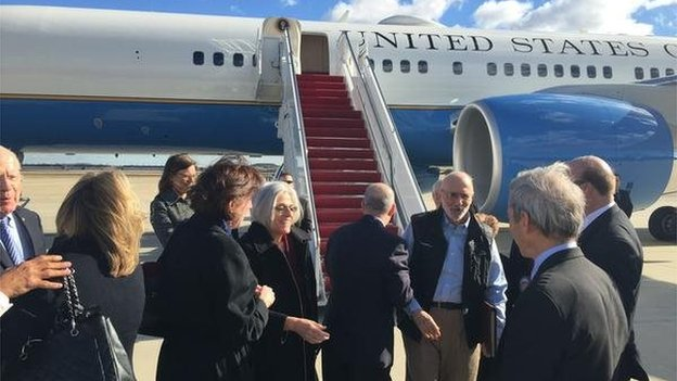 Image from Twitter of Alan Gross disembarking from plane. 17 December 2014