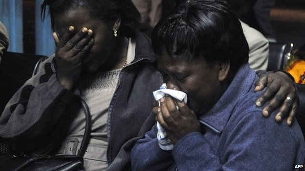 Relatives cry outside the morgue on 22 November 2014 in Nairobi, where were received bodies of the victims killed in dawn attack on a bus in which 28 non-Muslims were singled out and killed near Mandera town