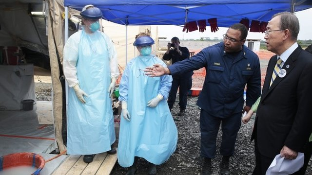 UN Secretary-General Ban Ki-moon (R) taking a tour of a US medical facility in Monrovia, Liberia