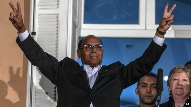 Tunisian presidential candidate Moncef Marzouki makes the V for victory sign on a balcony - 21 December 2014