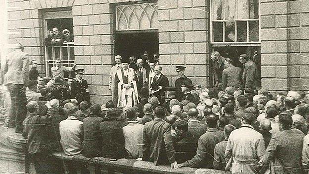 Bailiff Victor Carey addressing crowd