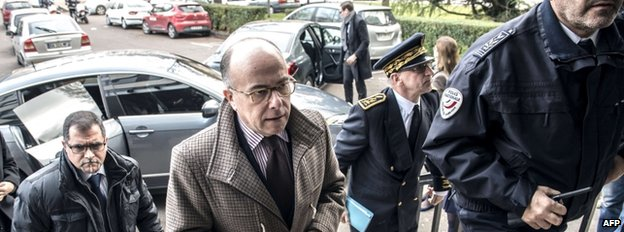 French Interior Minister Bernard Cazeneuve (C) arrives at a police station in Dijon, eastern France, 22 December