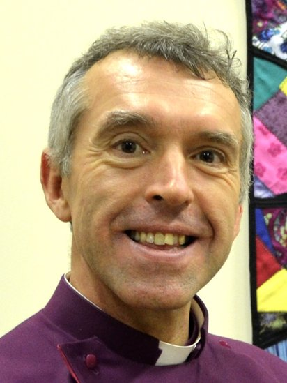 Esgob Bangor Andrew John