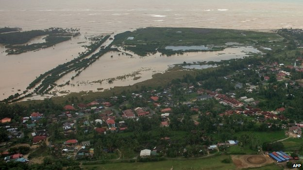 Sea water levels near houses in Pengkalan Chepa, near Kota Bharu on 29 December 2014.