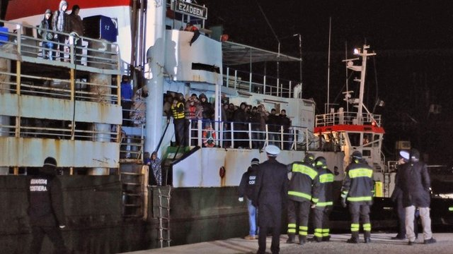"""Italian police look at migrants aboard the cargo ship """"Ezadeen"""" after the vessel arrived in the southern Italian port of Corigliano, Italy, 03 January 2015"""