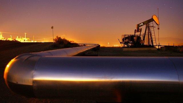 Oil rig extracting petroleum in Taft, California