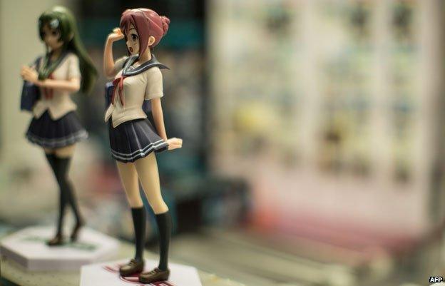 Figurines of schoolgirls