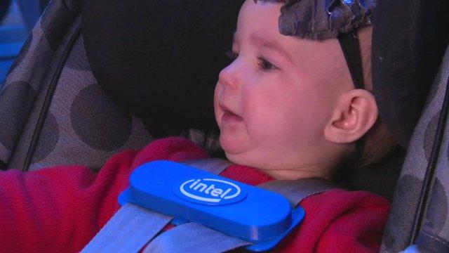 baby wearing smart clip