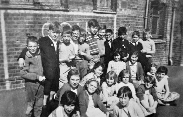 Merryl See Tai's classmates at school