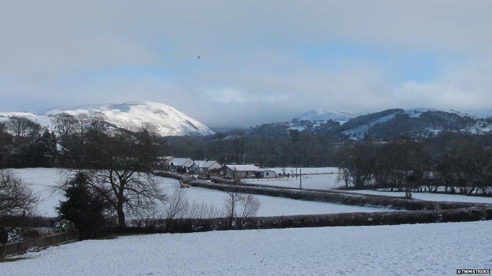 Mynyddoedd Cambrian yn eu holl ogoniant / The Cambrian Mountains at their best