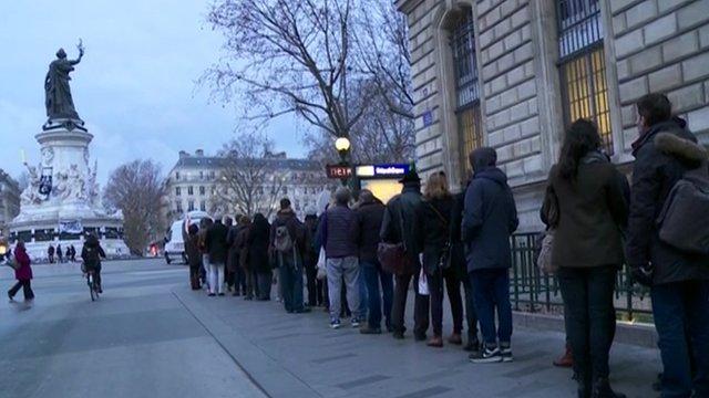 Queue for Charlie Hebdo