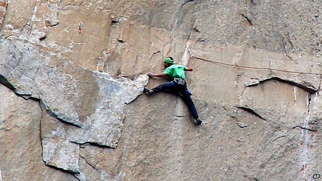 Kevin Jorgeson climbing El Capitan