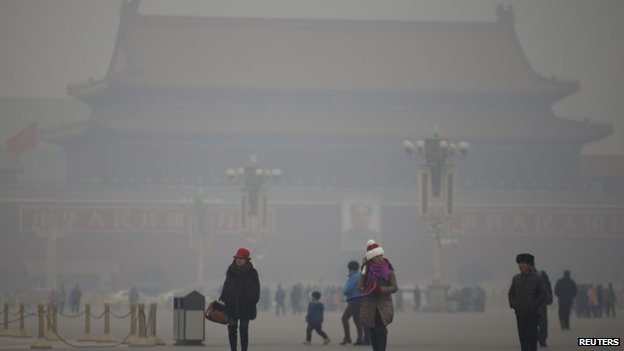 Visitors take a walk during a polluted day at Tiananmen Square in Beijing January 15, 2015. Beijing issued its first smog alert of 2015 on Tuesday.