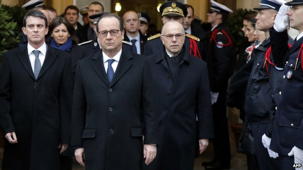 Francois Hollande (C) with PM Manuel Valls (L) and Interior Minister Bernard Cazeneuve (R)
