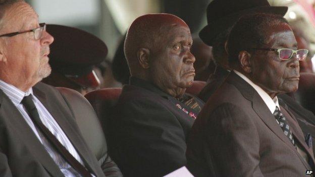 Kenneth Kaunda (centre)