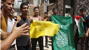 Palestinians in Gaza Strip wave Hamas and Fatah flags (29/05/14)