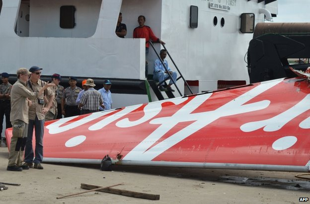 Investigators examine the tail of AirAsia flight QZ8501 in Kumai, 12 January