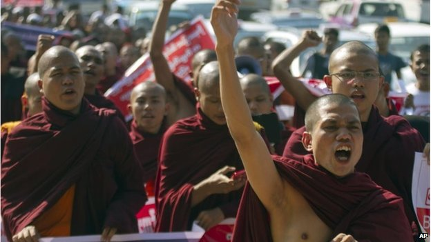 Monks at a rally against the UN in Yangon, Myanmar (16 Jan 2015)