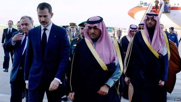 Spain's King Felipe VI being welcomed by the Governor of Riyadh Province, Turki bin Abdullah al-Saud after arriving at the airport in Riyadh on 24 January 2015