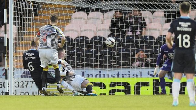 Iain Davidson scores for Dundee against St Mirren
