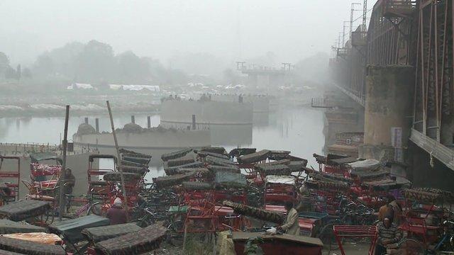 Delhi shrouded in fog