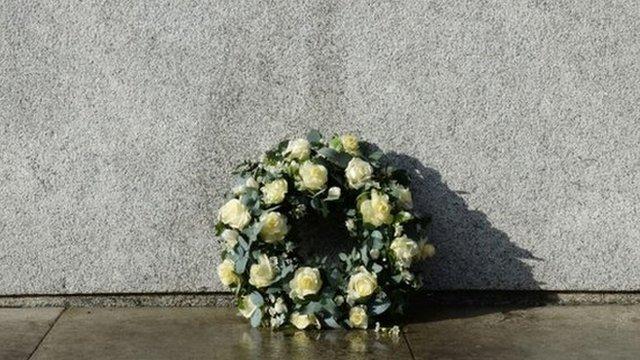 Wreath a Churchill monument