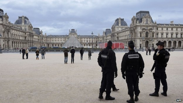 French police patrol near the Louvre museum. Photo: 12 January 2015