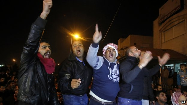 Supporters of pilot Moaz al-Kasasbeh express their anger at a rally in Amman, Jordan. Photo: 3 February 2015