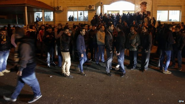 Relatives and supporters of Jordanian pilot Moaz al-Kasasbeh gather in front of a social hall, in Amman, Jordan (03 February 2015)