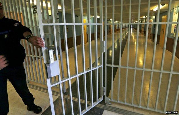 Paris attacks: Prisons provide fertile ground for Islamists - BBC News