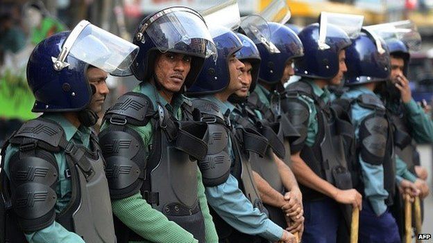 Police at a general strike in Bangladesh, 25 January 2015