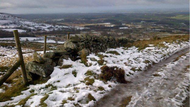 Llwybr rhwng Mynydd Llandygai a Rhiwlas