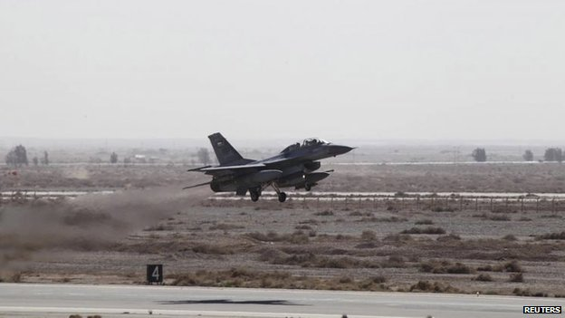 Jordanian air force F-16 takes off to strike Islamic State positions in the Syrian city of Raqqa (5 February 2015)