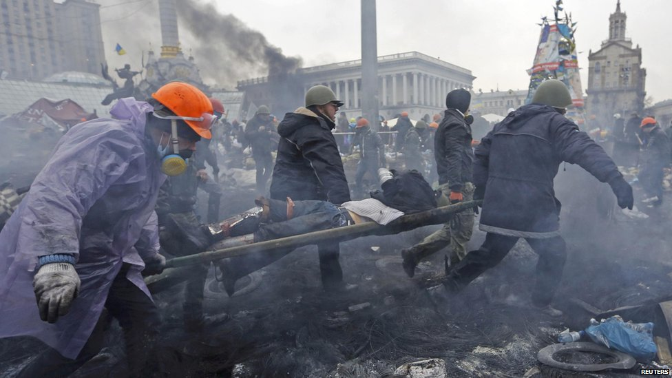 Maidan protesters carry injured man on stretcher Feb 2014
