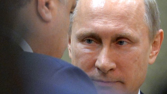 Russian President Putin looks at his Ukrainian counterpart Poroshenko