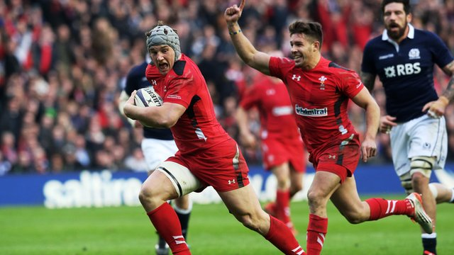 Jonathan Davies crosses the line for Wales' second try