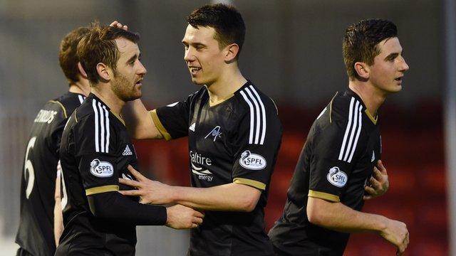 Aberdeen celebrate Niall McGinn's goal at New Douglas Park