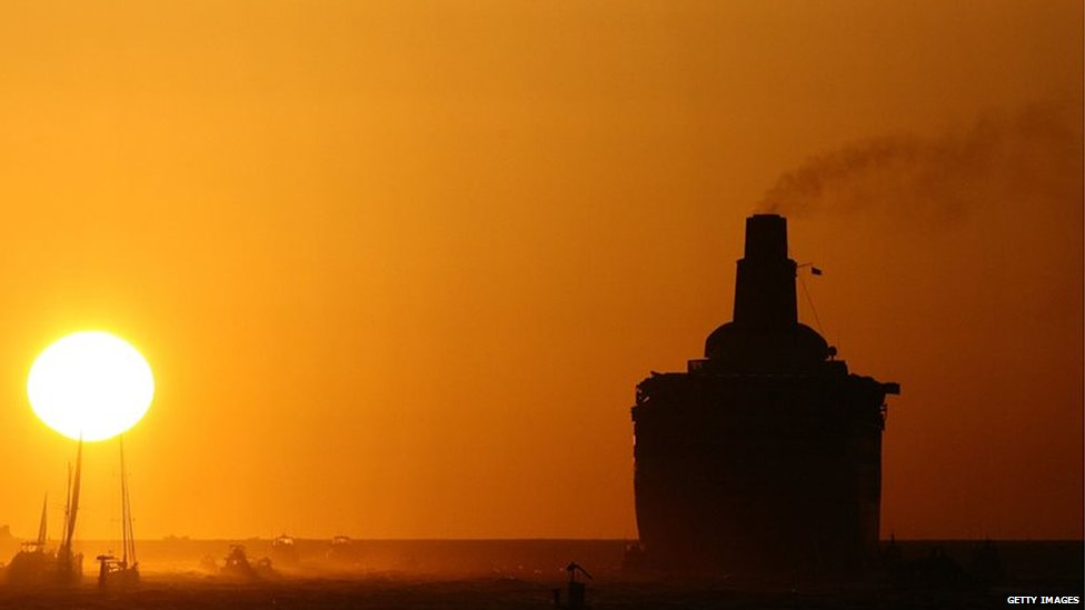 The QE2 sails into the sunset