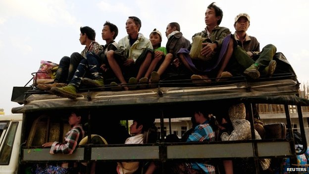 A vehicle carrying refugees from Laukkai arrives to a temporary refugee camp at a monastery in Lashio February 19, 2015
