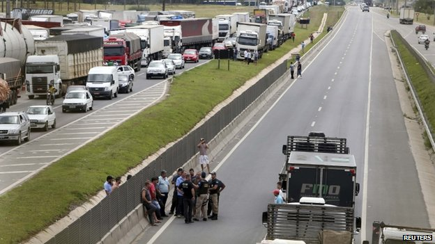 Truck drivers protest in Parana state